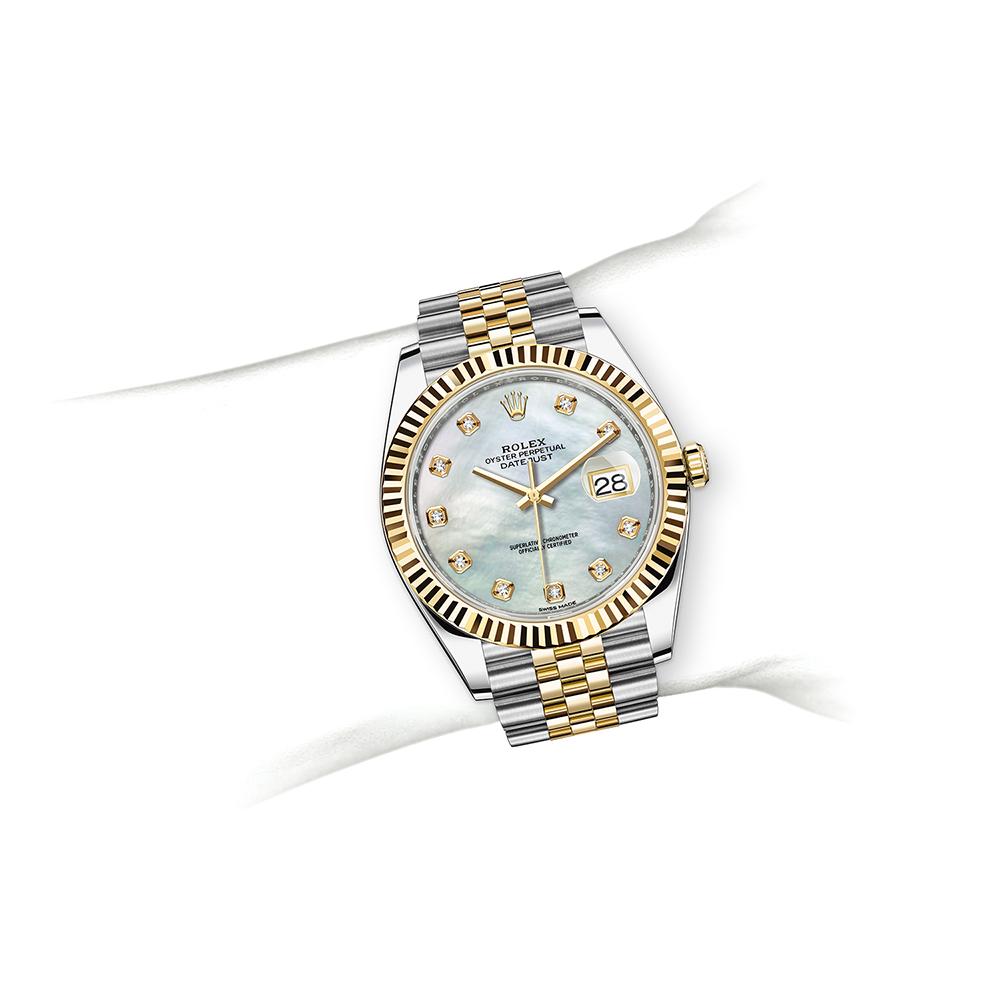 M126333-0018_watch-on-wrist.jpg