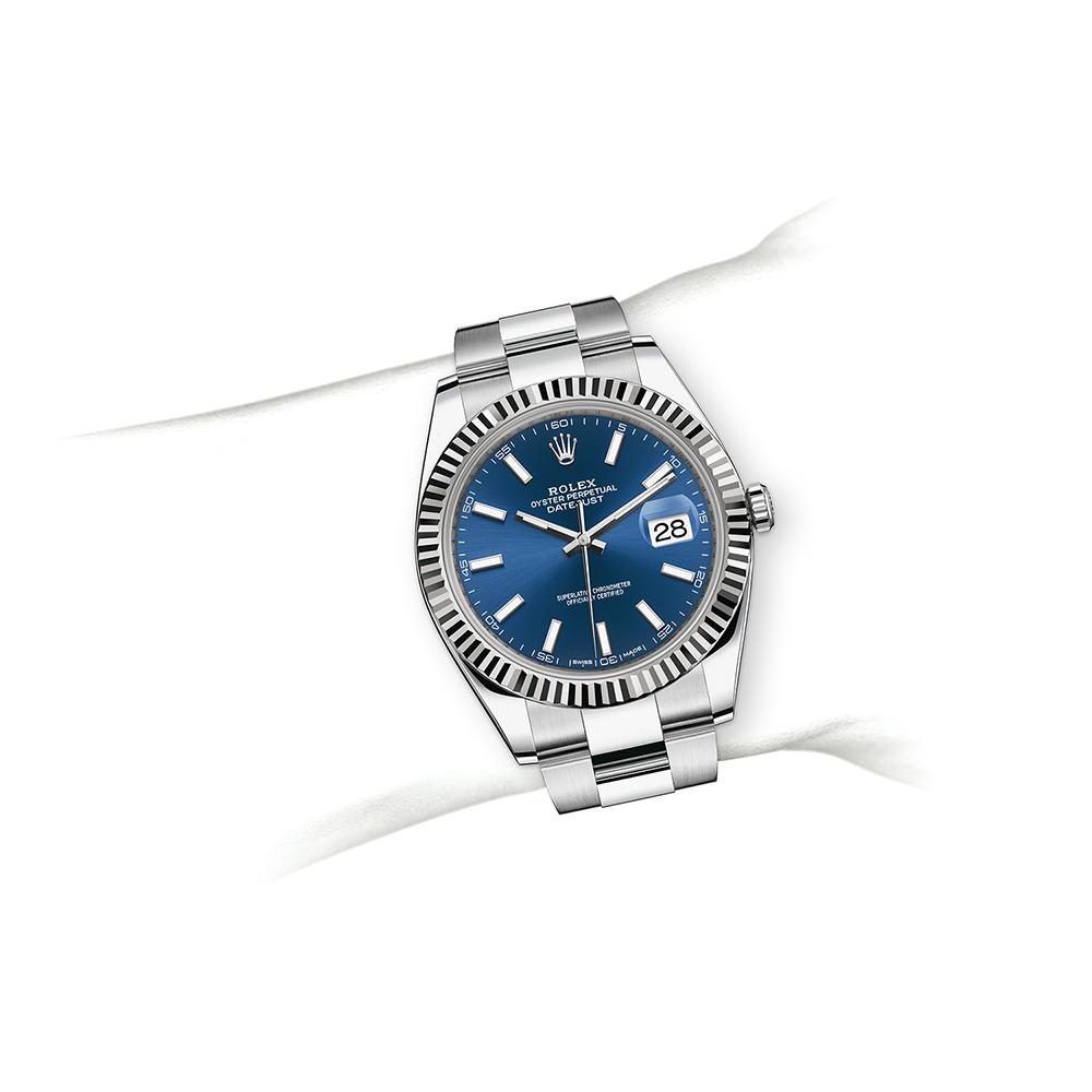 M126334-0001_watch-on-wrist.jpg