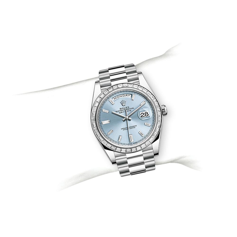 M228396TBR-0002_watch-on-wrist.jpg