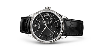 """CELLINI DATE<br><span class=""""watch-des"""">39 mm, 18 kt white gold, polished finish</span>"""