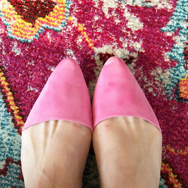 Pink always inspires #iliketomakethingspretty #thecarolinerdesigner #pink #pinkismyfavoritecolor #pinksoul #pinkshoes #pinkpinkpink #pinkmakesmehappy #inspirationthursday #pinksiration