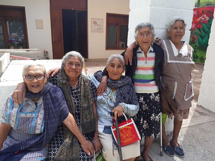 MEXICO NEWS DAILY - Oaxacan Elders Dancing Their Way out of Isolation Thanks to Non-Profit Group     Phot credit: Nija'nu