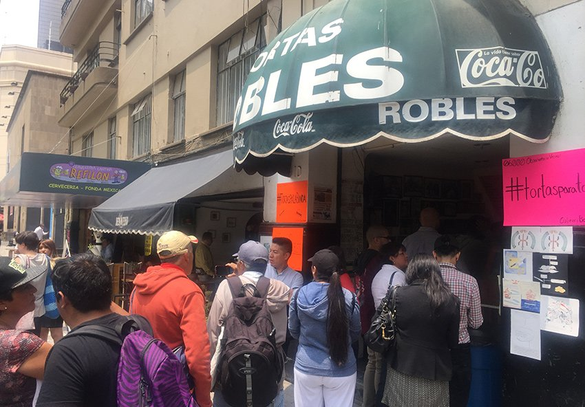 MEXICO NEWS DAILY - Hundreds Show Up to Support a Tiny Sandwich Shop in Downtown Mexico City     Photo credit: Susannah Rigg