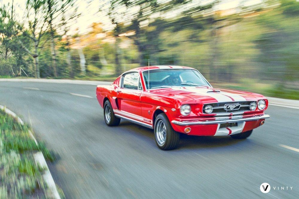 Vinty-classic-1965-Ford-Mustang-Fastback-rental-min.jpg