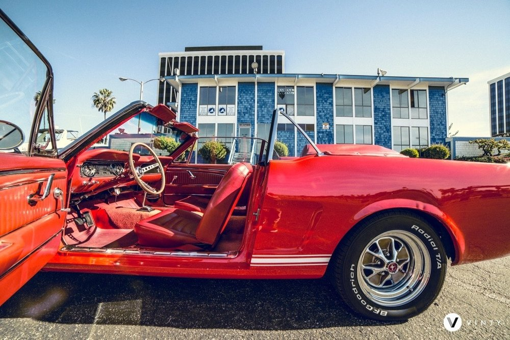 Vinty-classic-car-rental-1965-Ford-Mustang-min-min.jpg