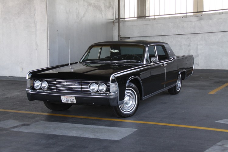 1965_Lincoln_Continental.jpg
