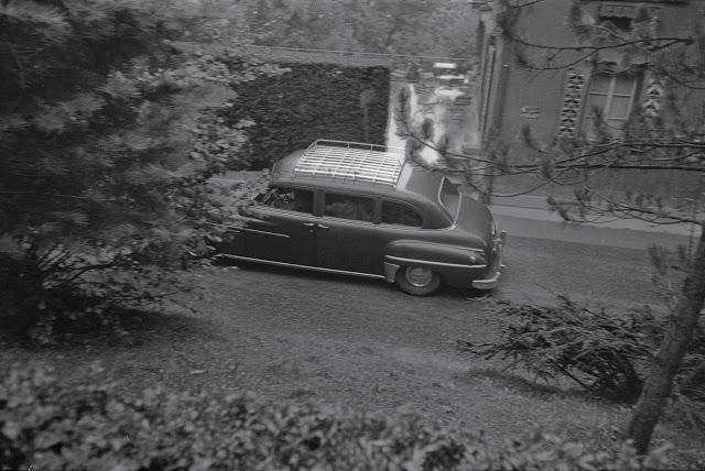 audrey-hepburn-mel-ferrer-wedding-car-driving-away.jpg