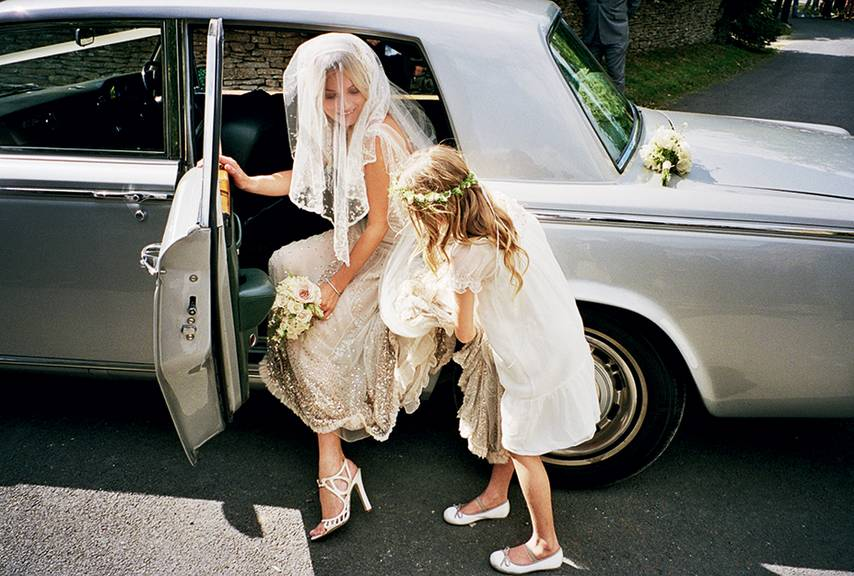 kate-moss-jamie-hince-wedding-stepping-out-of-wedding-car.jpg