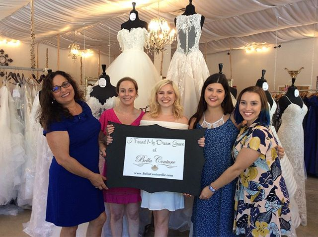 Rachel and her squad had a blast shopping for her dress! Such a fun group! Congrats Rachel! 😍🥂👰🏼