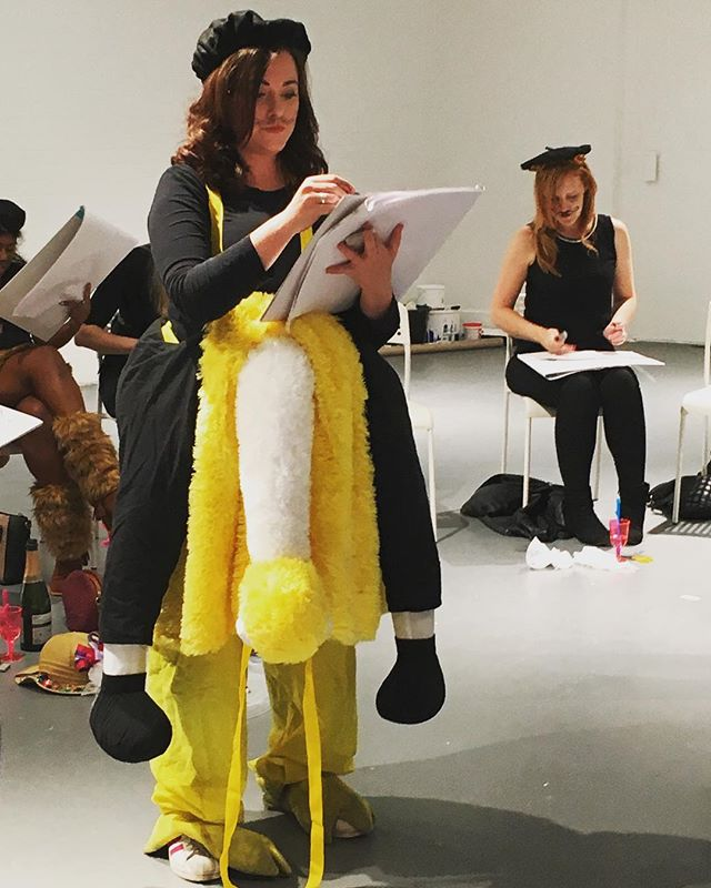 Our first ostrich artist! Nailing it today with a safari theme • • • #lifedrawing #costume #ostrich #hendo #henparty #artpArty #buffdrawing #buff #artist