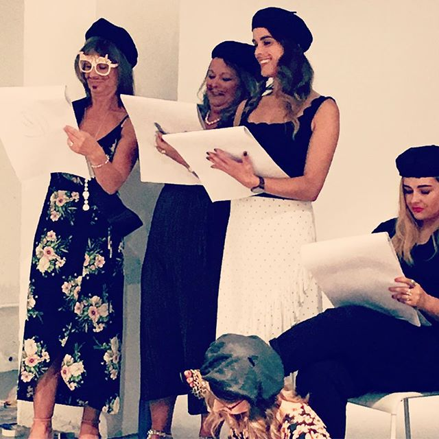 Artists in action 💛lots of fun at #buffdrawing #artparties • • • #lifedrawing #artists #sketching #drawing #hendo #henparty #hendoideas #classy #buff #beret #bachelorette