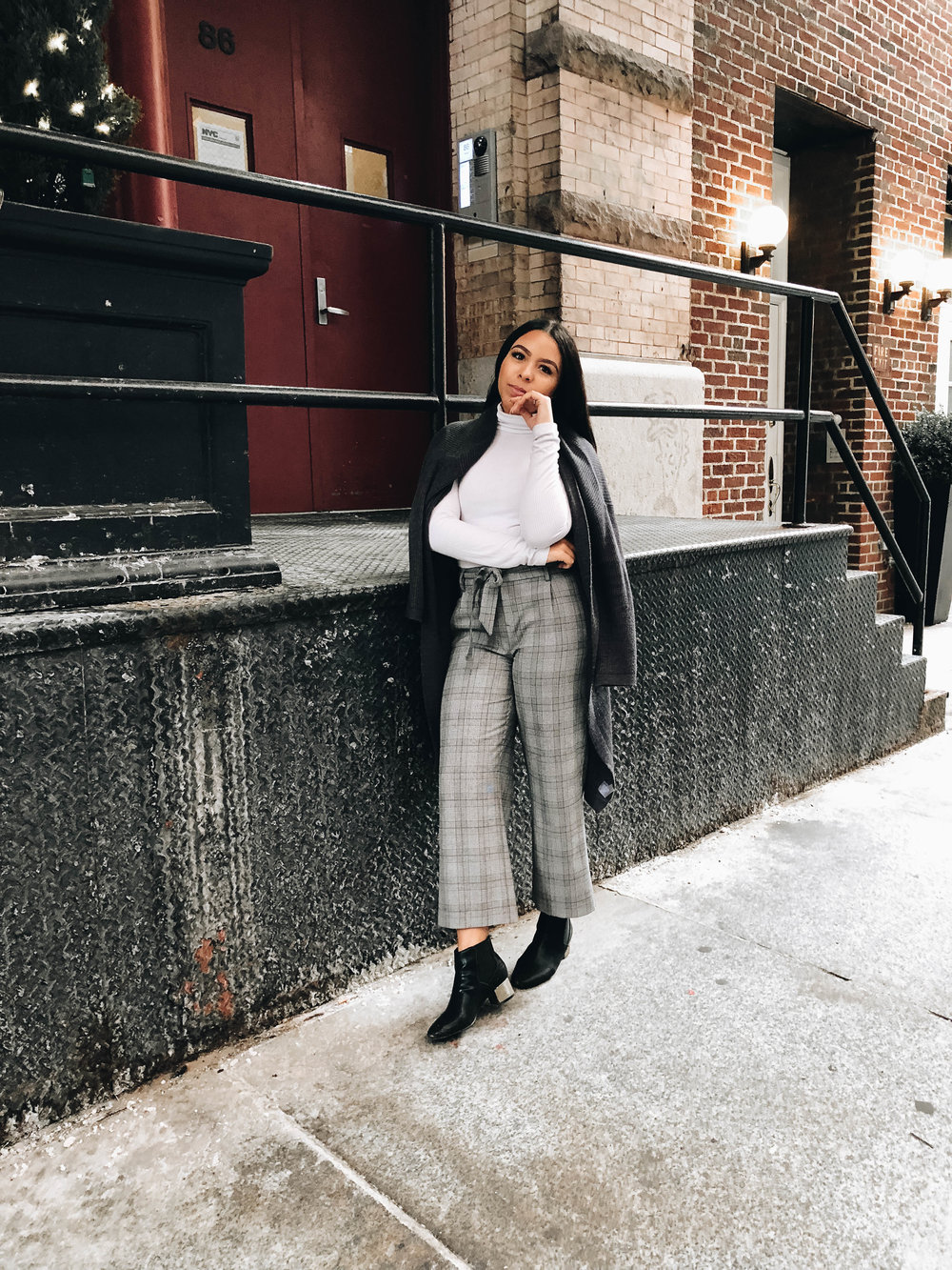 A Simple, Chic Way To Style Your Trousers