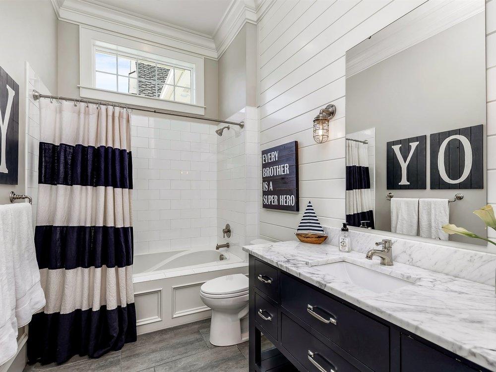 032_Bathroom .jpg