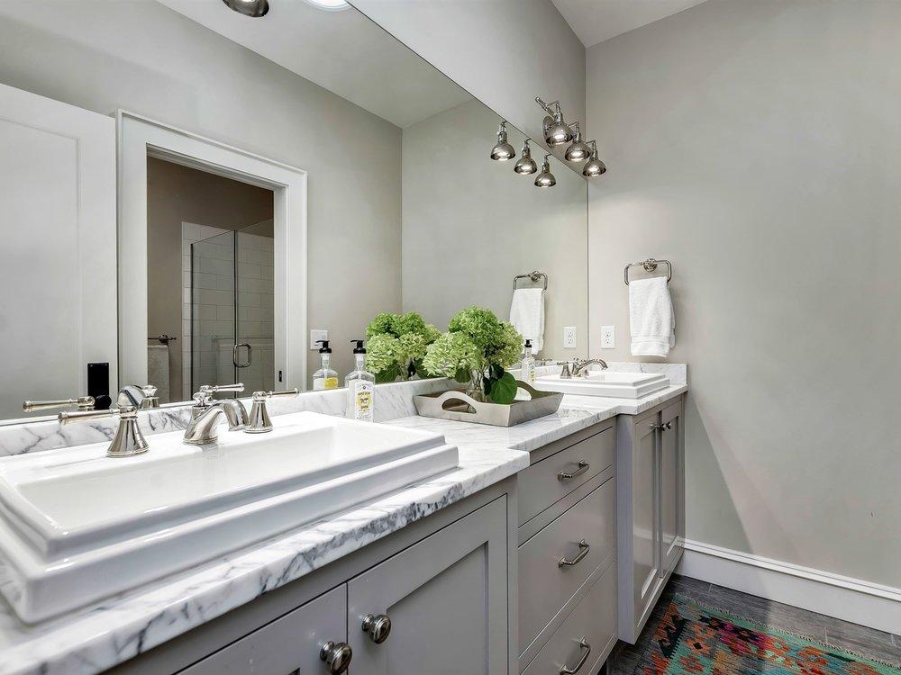 050_Bathroom .jpg