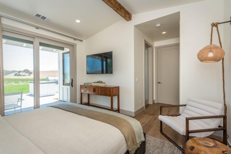 Vineyard Cottage-print-017-2-Bedroom One Suite-3000x2003-300dpi.jpg