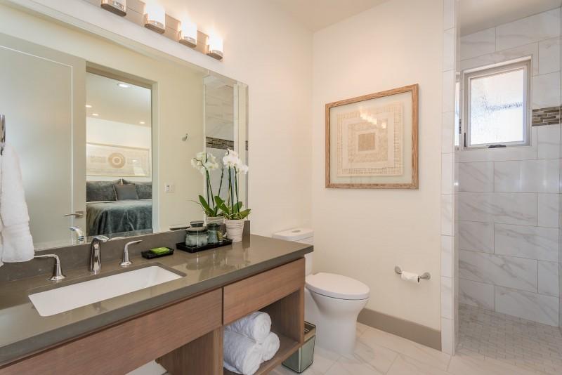 Vineyard Cottage-print-022-6-Bathroom Two-3000x2003-300dpi.jpg