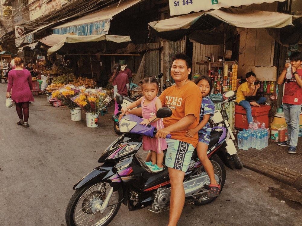 Damien Nikora_iPod_Cambodia Markets_03.JPG
