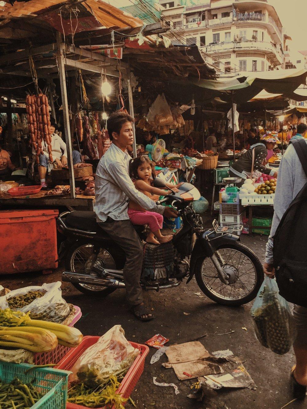 Damien Nikora_iPod_Cambodia Markets_15.JPG