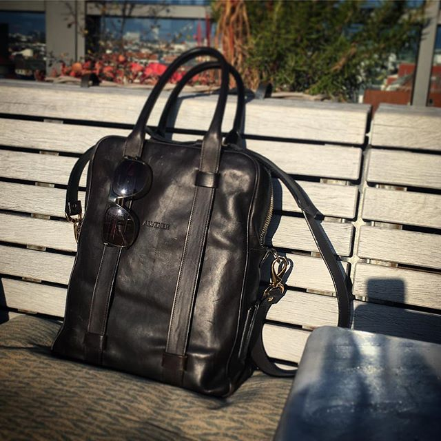 It's a good day with a great bag... it's time for an early  drink now... . . . . . . . #laptopbag #workstyle #workinstyle #travelinstyle #travel #menfashion #menstyle #mensstyle #mensfashion #menwithclass #menswear #leatherbag #leather #realleather #vegetabletanned #vegetabletannedleather #madeinitaly #madebyhand #sohohouse #sohohouseberlin