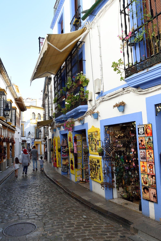 Street_in_Judería_de_Córdoba.jpg