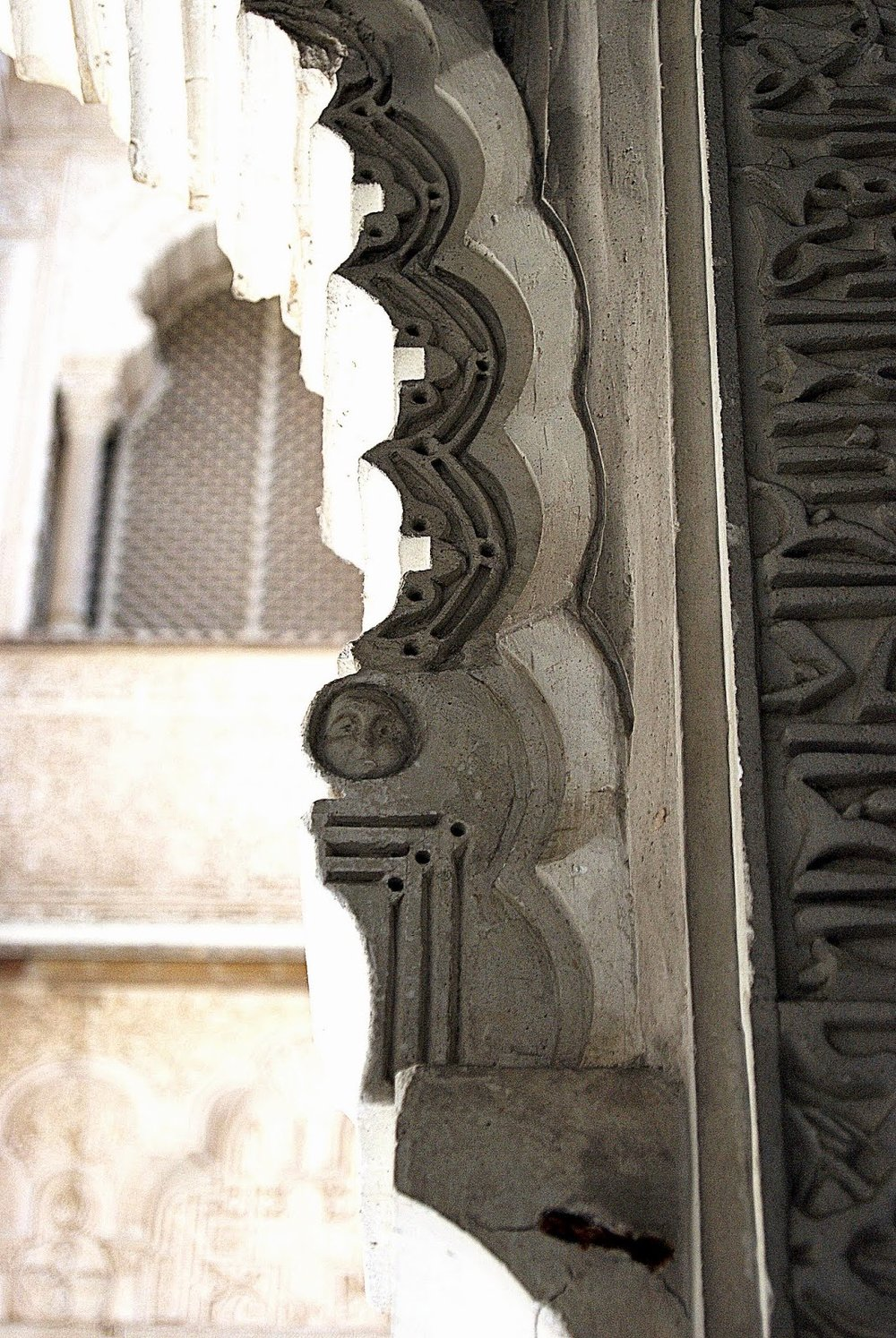 Hidden head in the Patio de Muñecas
