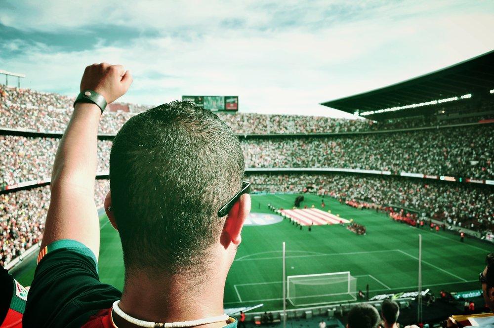 audience-barcelona-cheering-54308.jpg