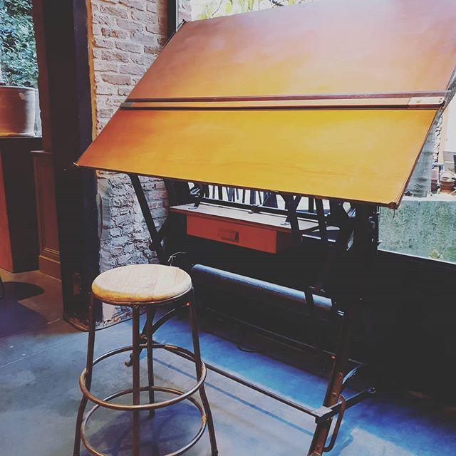 The ideal place to be creative 🤩❤ #forsale #drawingtable #becreative #yourspace #authenticity #letsdraw #letspaint #interiorinspo #roomgoals #novavivo #novavivobelgium #atelier #creativiteit #kunst #creatief #interieur #inrichting
