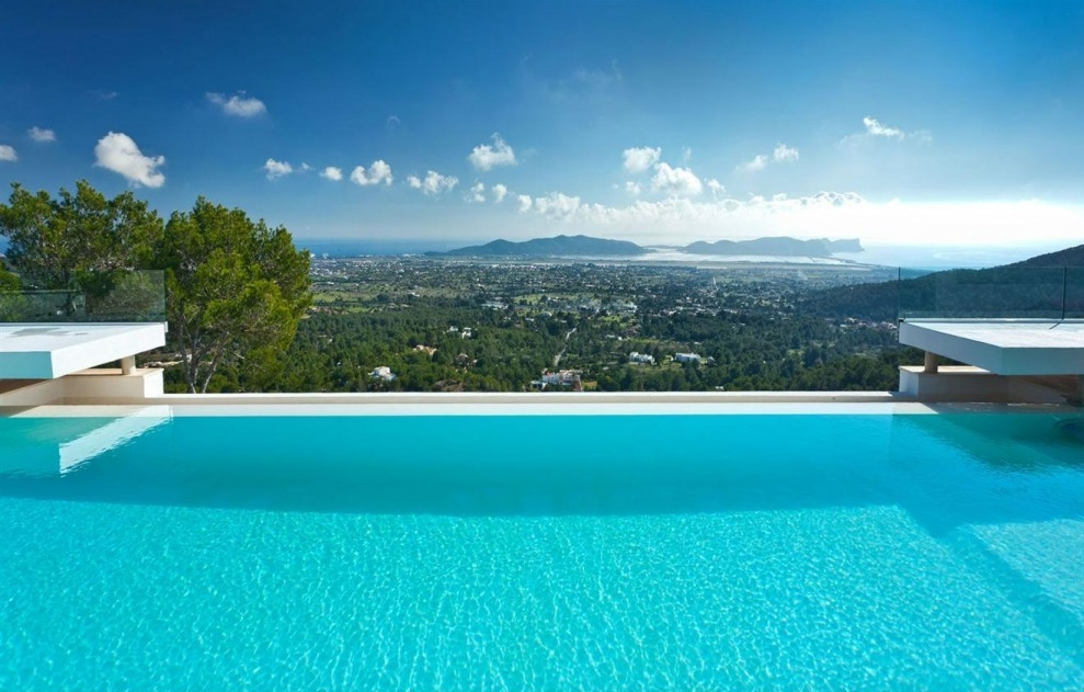 Valeo Villa Infinity Pool.jpg