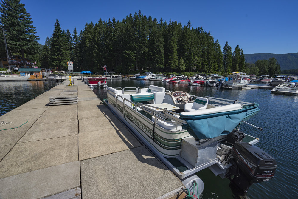 18' Pontoon - $275 Daily Rental - Capacity: 6 persons