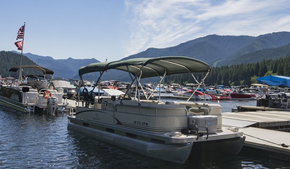 20' Pontoon - $300 Daily Rental - Capacity: 10 persons