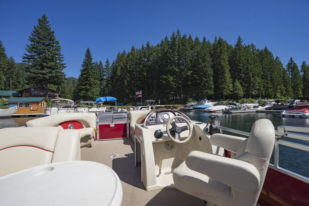 24' Pontoon - $350 Daily Rental - Capacity: 12 persons