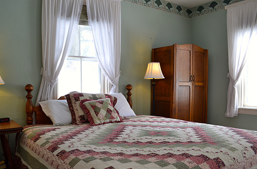 Shelburne Room - The Dowd' Country Inn - Lyme, NH