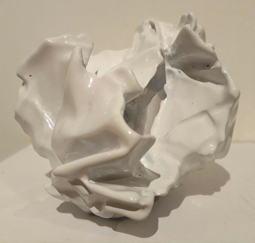 De la serie prueba y error (2018)  - 5 x 4 x 10 cm aprox - Cera perdida, bronce y pintura electrostática, Serie de 13 / Lost wax, bronze and electrostatic paint , Series of 13