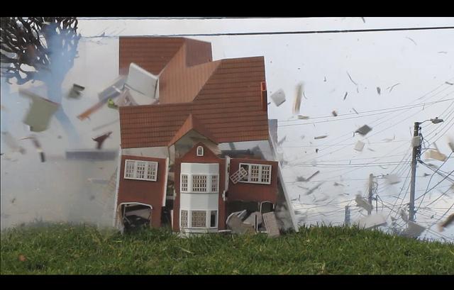 De la serie prácticas destructivas (2011) -  28 x 43 cm - Fotografía digital sobre plexiglass, Serie de 3 / Digital photography on plexiglass, Series of 3