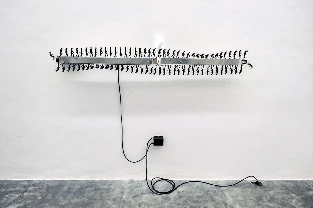 Involución Primate (2014) - 30 x 180 cm - Dispositivo Electromecánico, Escultura Cinética de Pared, Serie de 2 / Electromagnetic artifact, Wall sculpture, series of 2