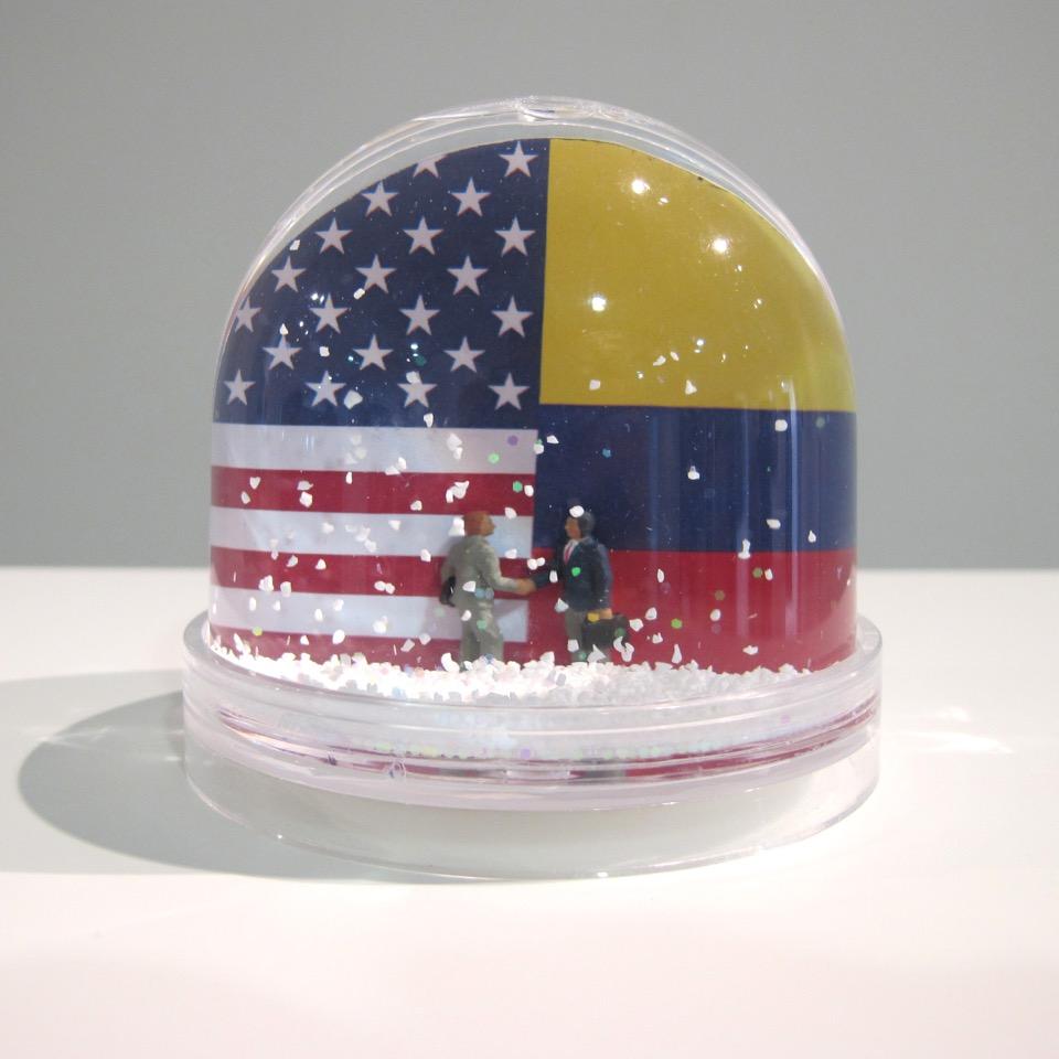 Tratado de Libre Comercio (2015) - 10 x 10 cm - Diorama en Cápsula Acrílica / diorama in plexiglass capsule