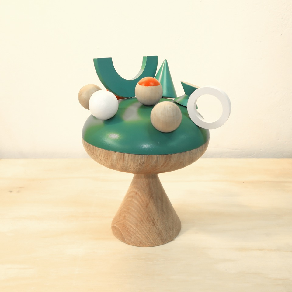 Hongo #1 (2015) - 30 x 24 x 24 cm - Madera solida e imanes de neodimio / Solid wood and neodymium magnets