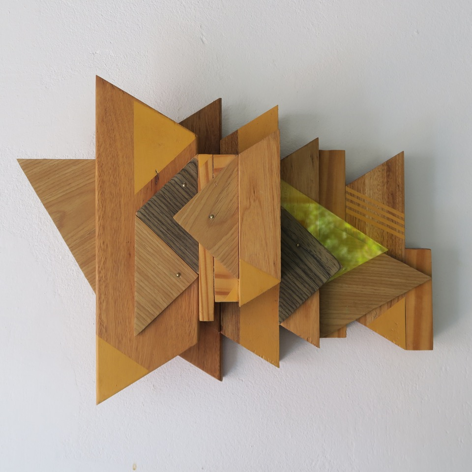 Triangulado (2012) - 26 x 40 cm - Objeto de pared, madera / Wall object, wood