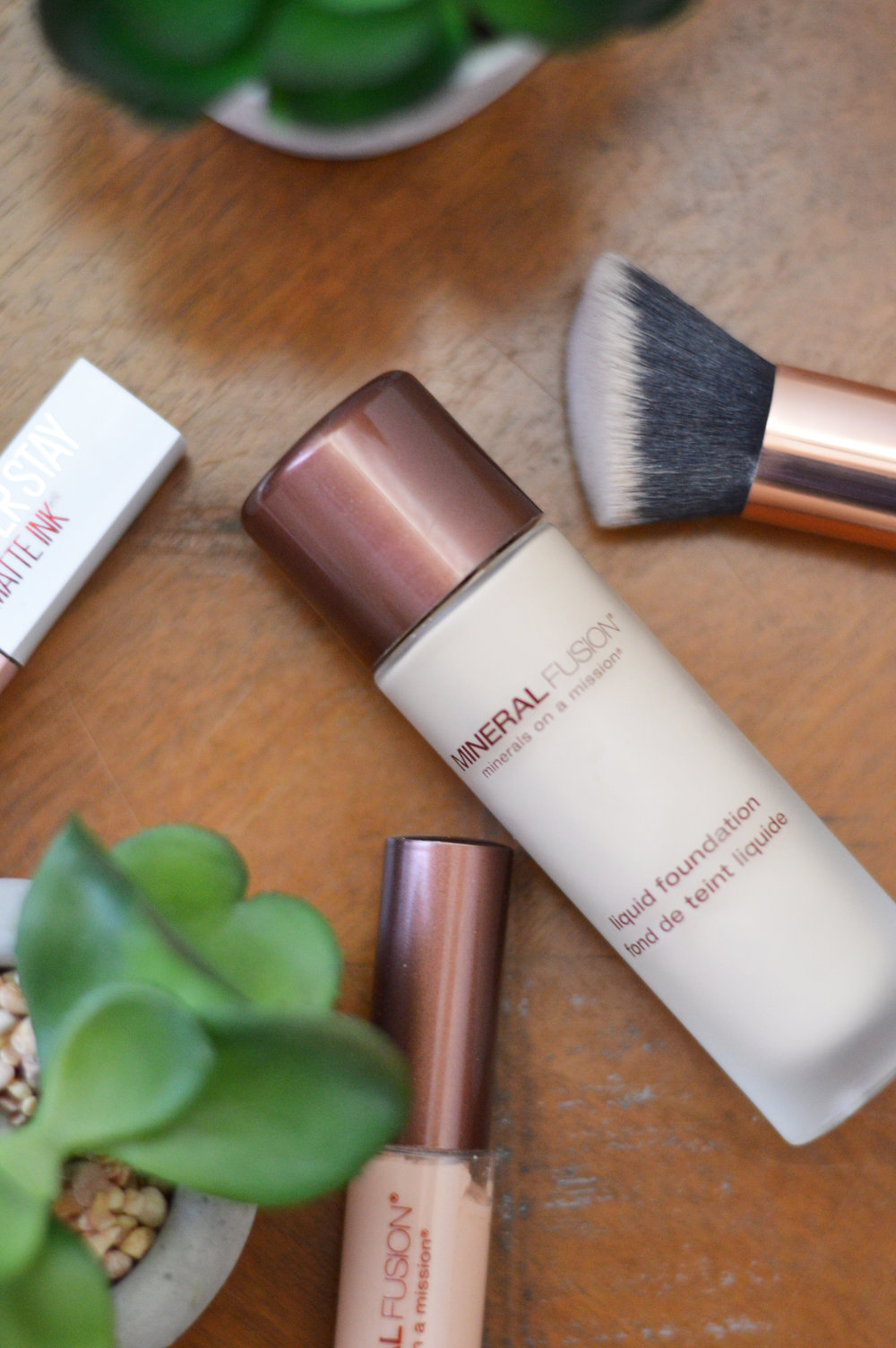 mineral fusion liquid mineral foundation