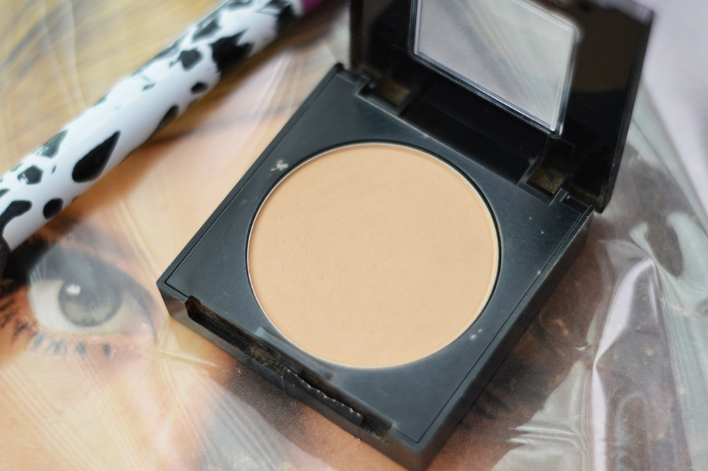 maybelline matte and pore less face powder pure beige