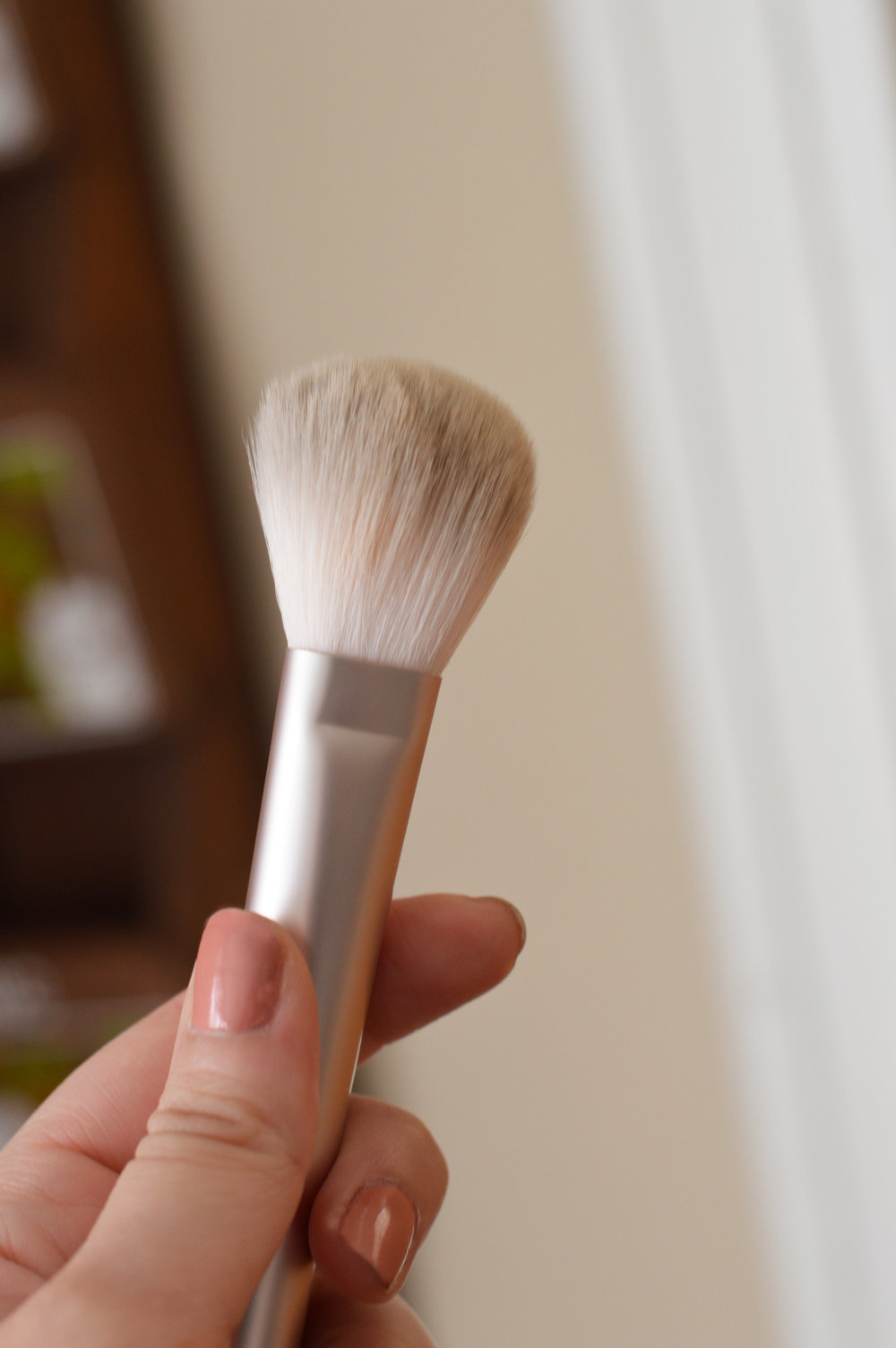 wowder brush duo glossier