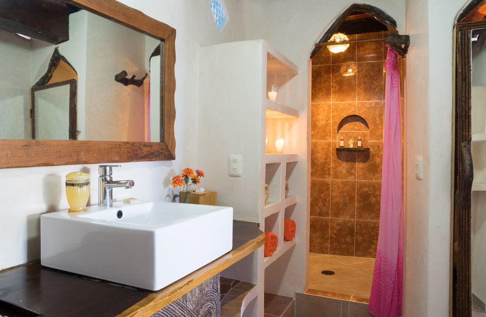 Semi Seaview King Bathroom