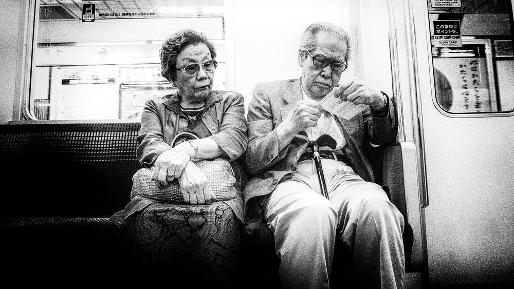 «Tokyo Couple» by Tom Waterhouse  (Flickr, CC)
