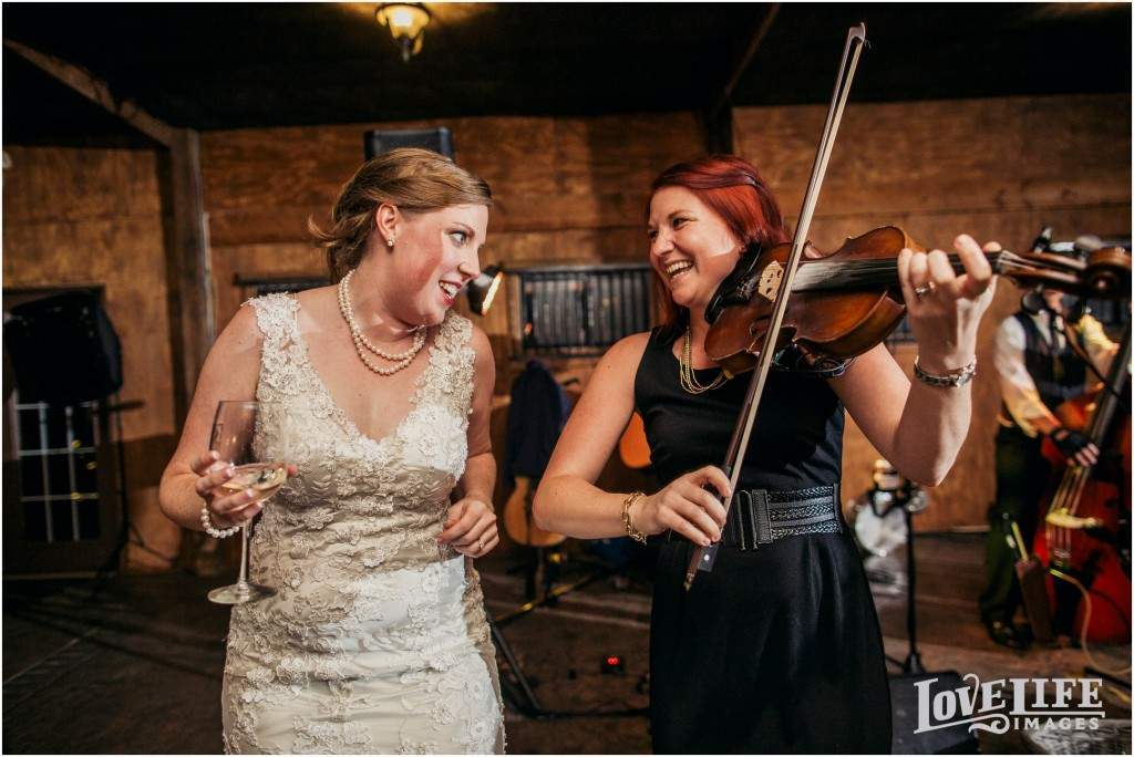 Bluemont Vineyard wedding_0024
