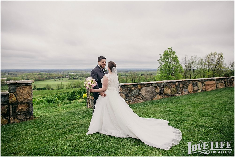 Bluemont Vineyard Wedding_0008.jpg