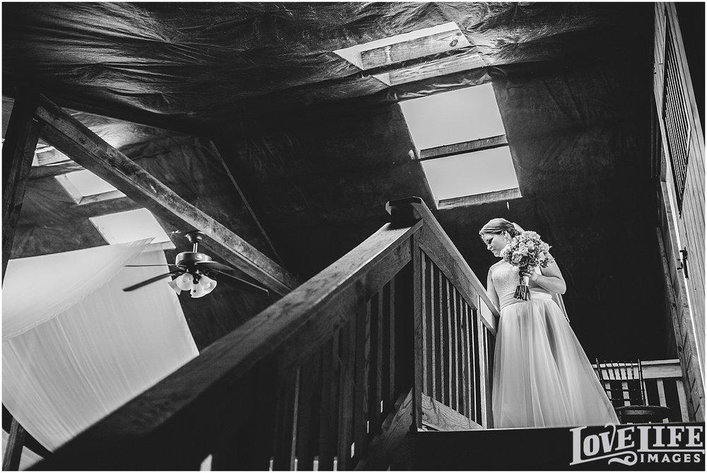 Bluemont Vineyard Wedding_0014.jpg