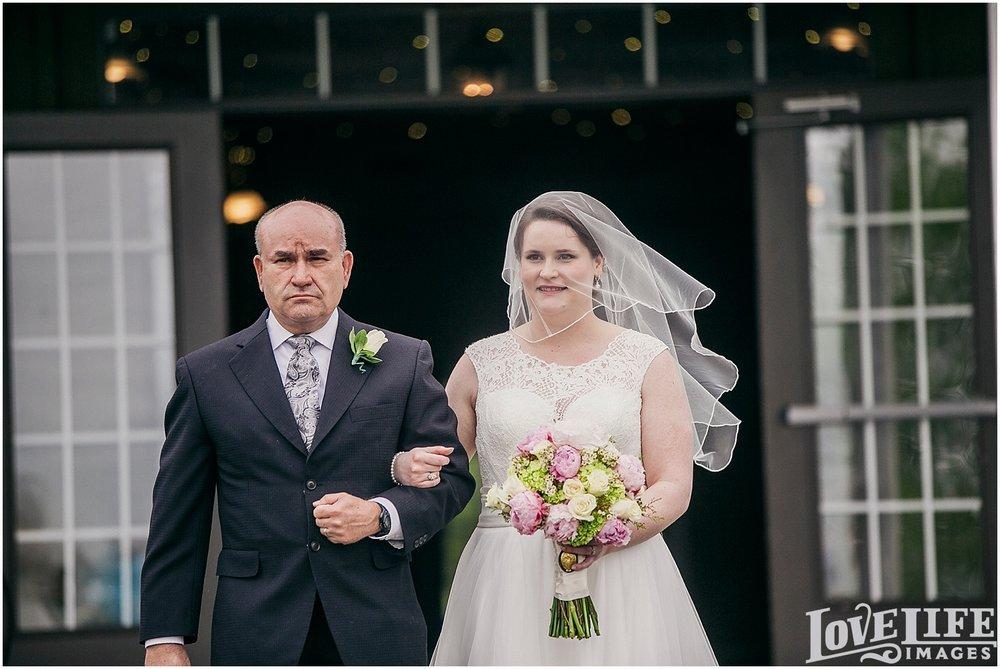 Bluemont Vineyard Wedding_0018.jpg