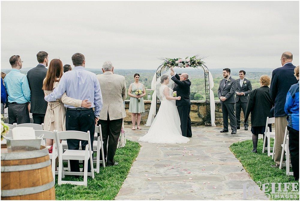 Bluemont Vineyard Wedding_0019.jpg