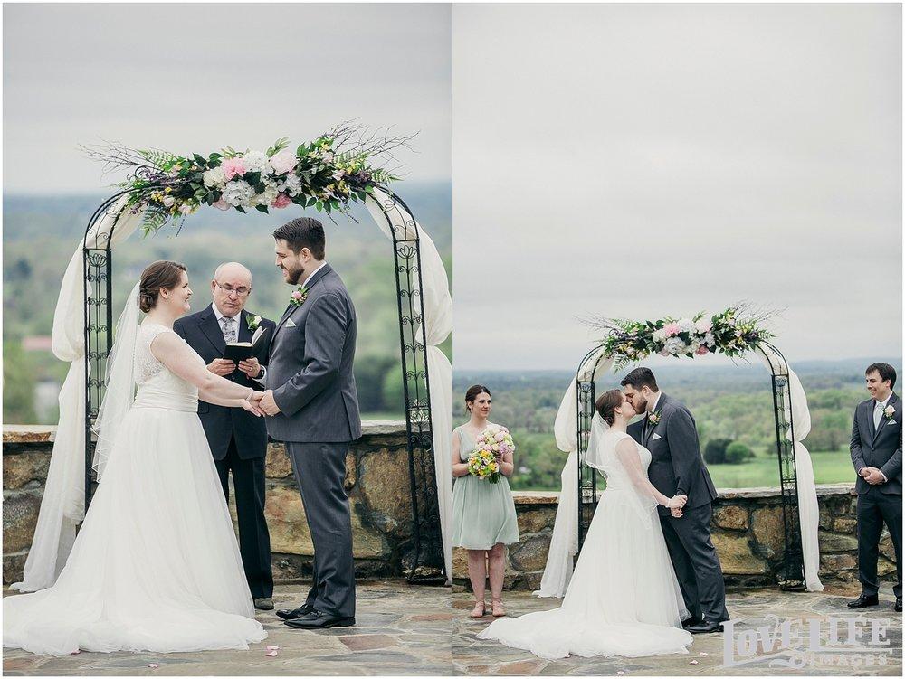 Bluemont Vineyard Wedding_0023.jpg