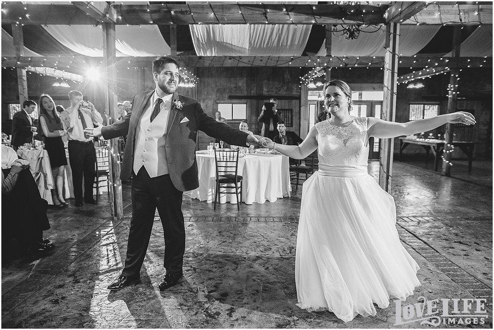Bluemont Vineyard Wedding_0028.jpg